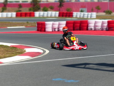 Kart on a circuit at 120 km/h